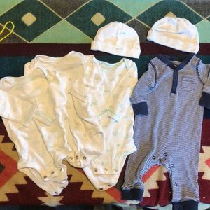 Carter's 3 month onesie and hat baby bundle